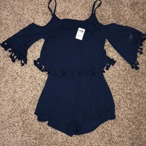 NWT Off the shoulder romper size Small w tassels